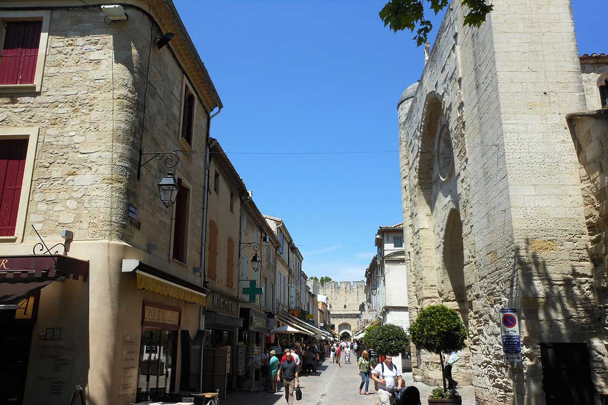 Aigues Mortes place Saint Louis