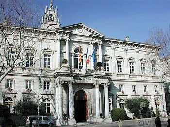 Avignon city hall a tour in avignon horizon provence for Hotel avignon piscine