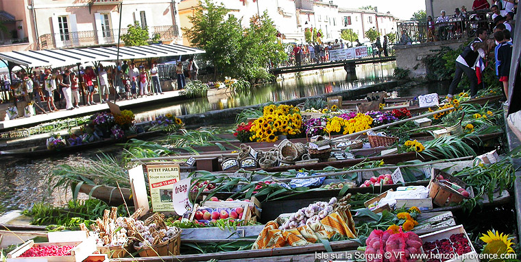 market of provence the floating market in l 39 isle sur la. Black Bedroom Furniture Sets. Home Design Ideas