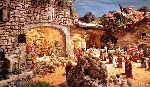 Santons et crèches de Noël  - Page 4 Creche-saintes-maries03