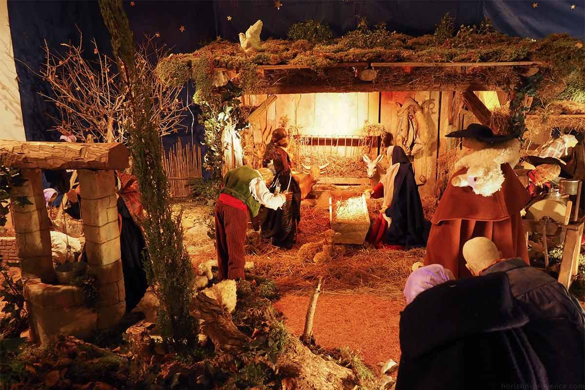 Creche De Noel Animee A Saint Saturnin Les Avignon